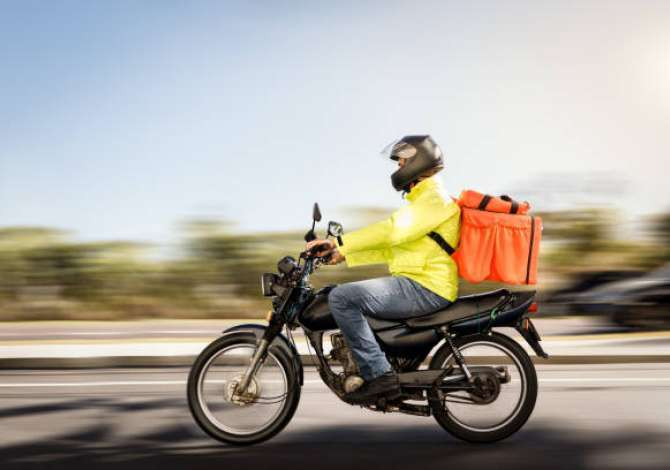 Fast food Mevlani kerkon te punesoje motorrist