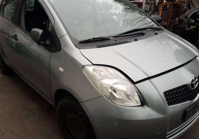 Toyota Yaris viti 2007 e sapoardhur nga Italia, çmontohet për pjesë këmbimi.
