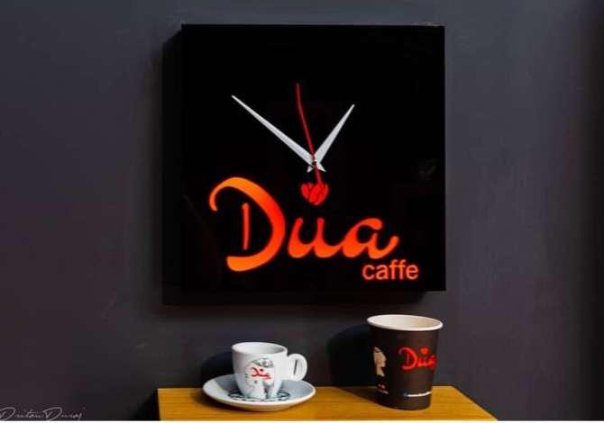 dua pune Dua Caffe Shop kerkon te punesoje kamarier/e