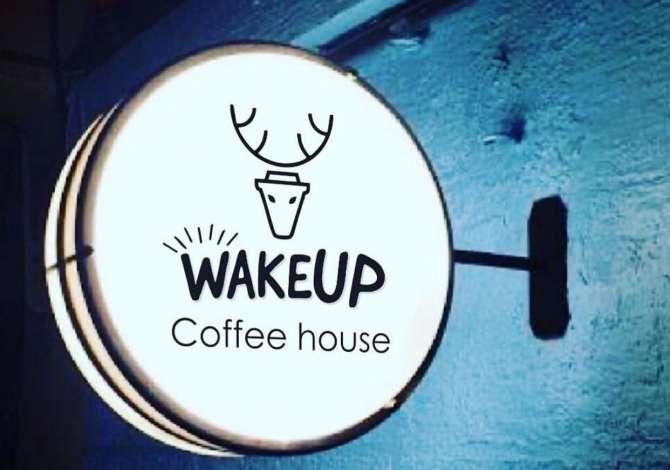 dua pune Wake Up Coffee House kerkon te punesoje Menaxher/e, Kamariere, Sanitare